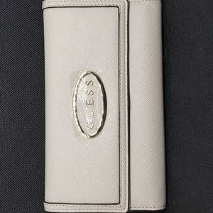 Guess Clutch wallet